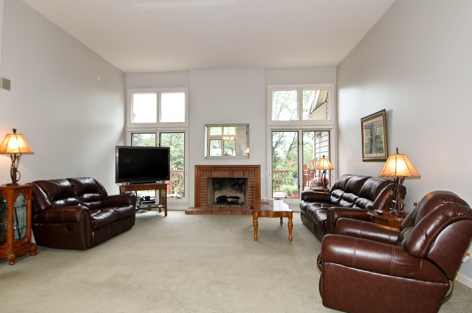 Real Estate Photography - 210 Course Dr, Lake in the Hills, IL, 60156 - Living Room