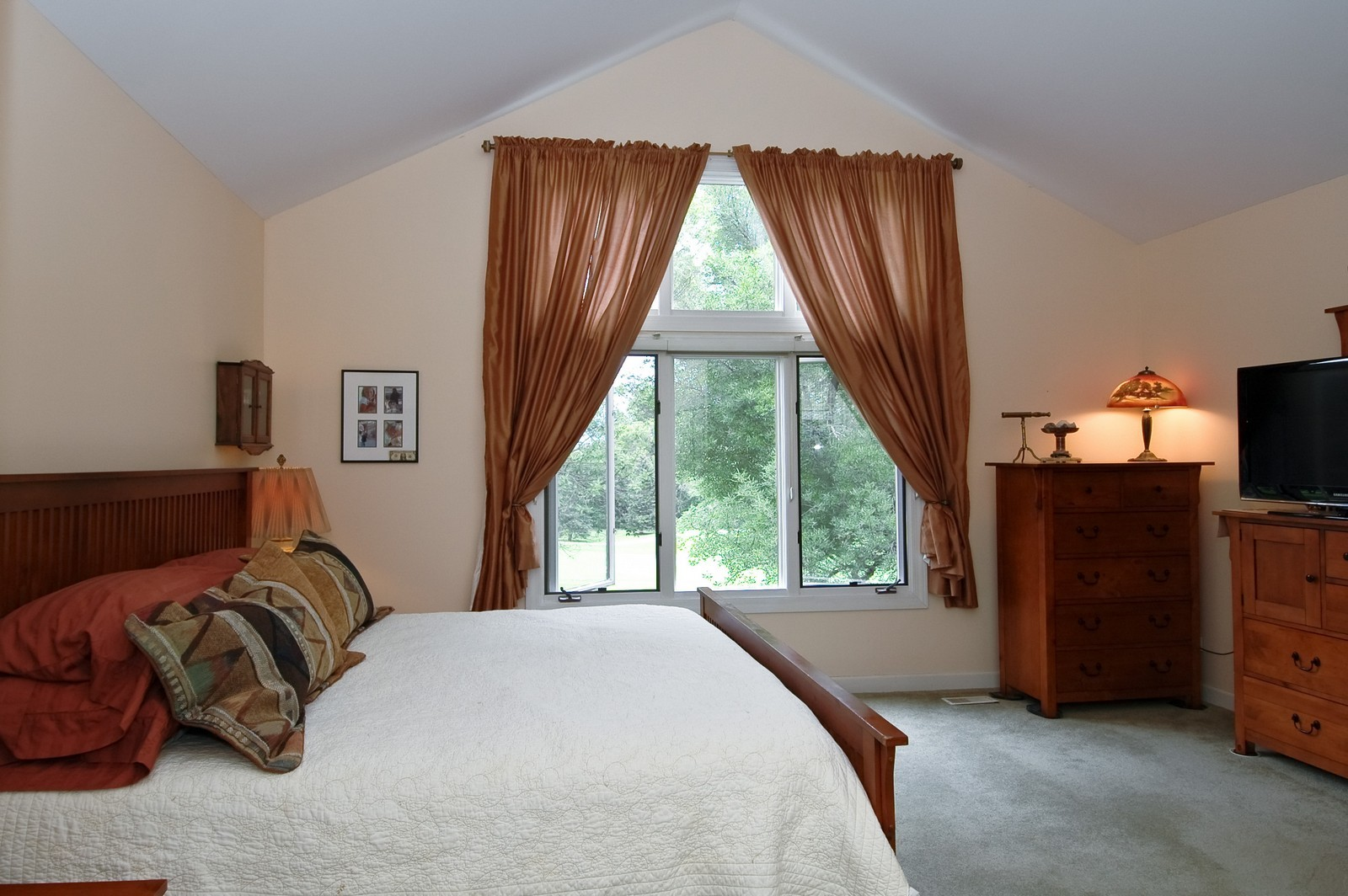 Real Estate Photography - 210 Course Dr, Lake in the Hills, IL, 60156 - Master Bedroom