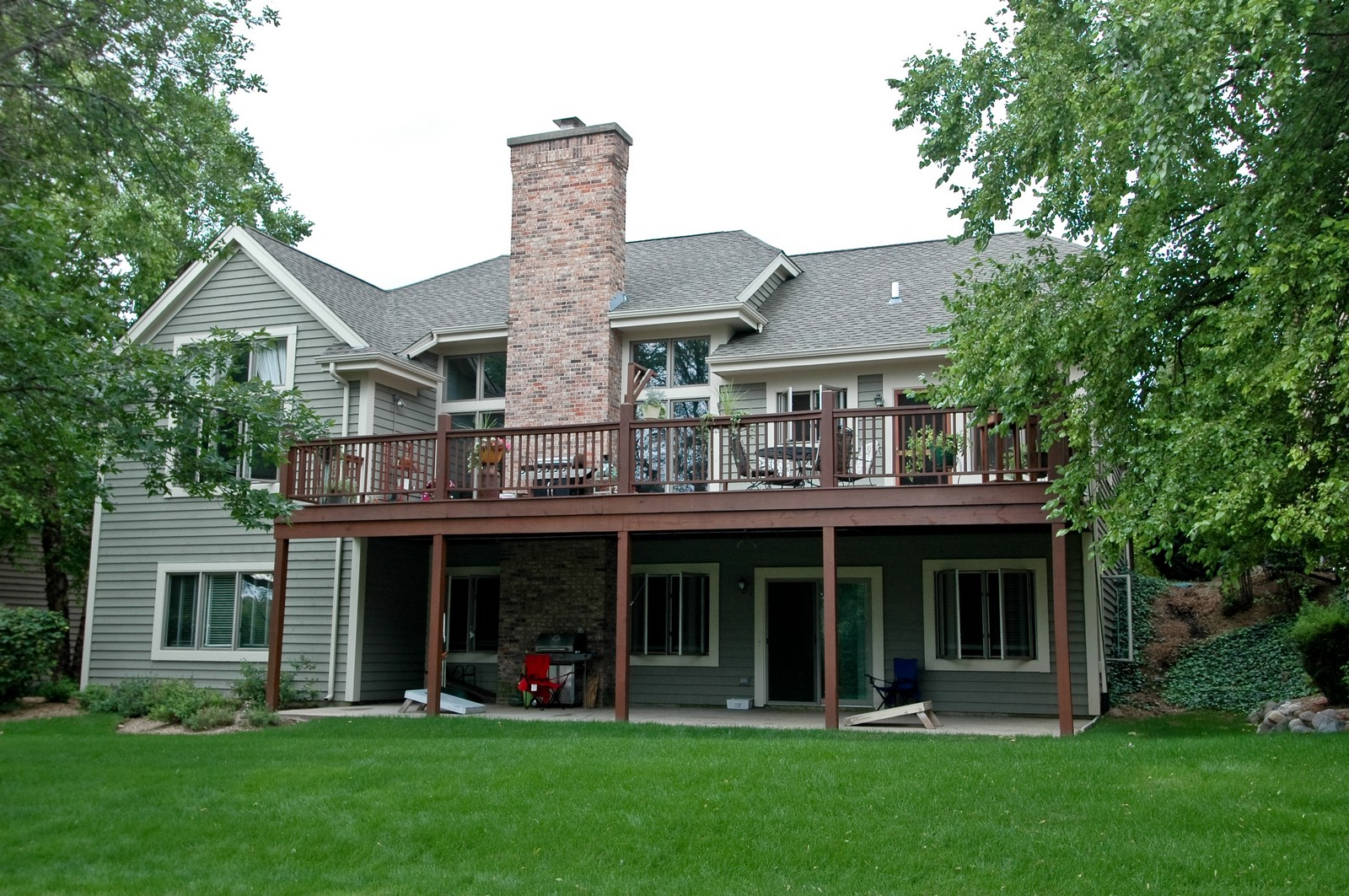 Real Estate Photography - 210 Course Dr, Lake in the Hills, IL, 60156 - Rear View