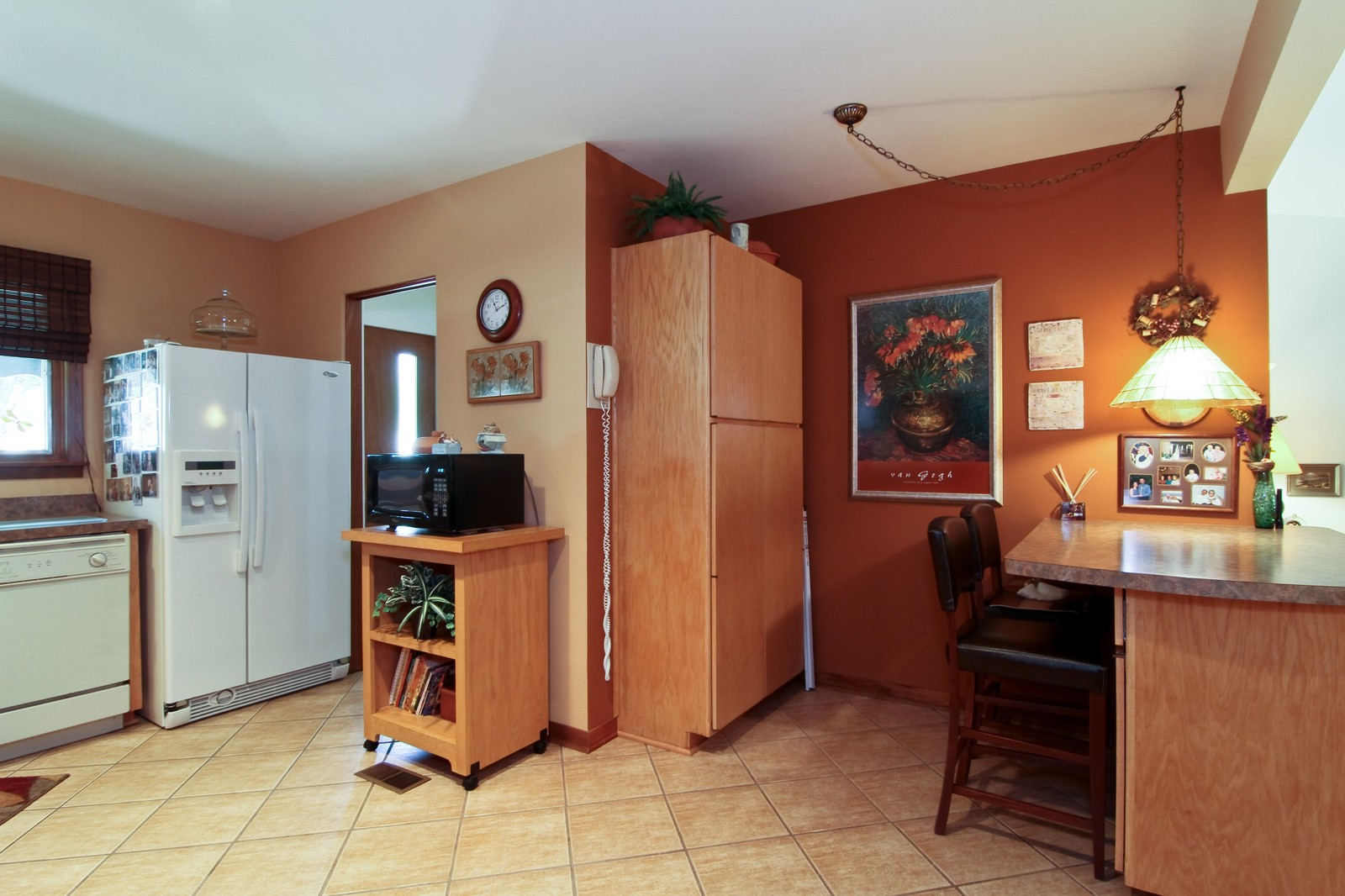Real Estate Photography - 6801 Leonard Dr, Darien, IL, 60561 - Kitchen
