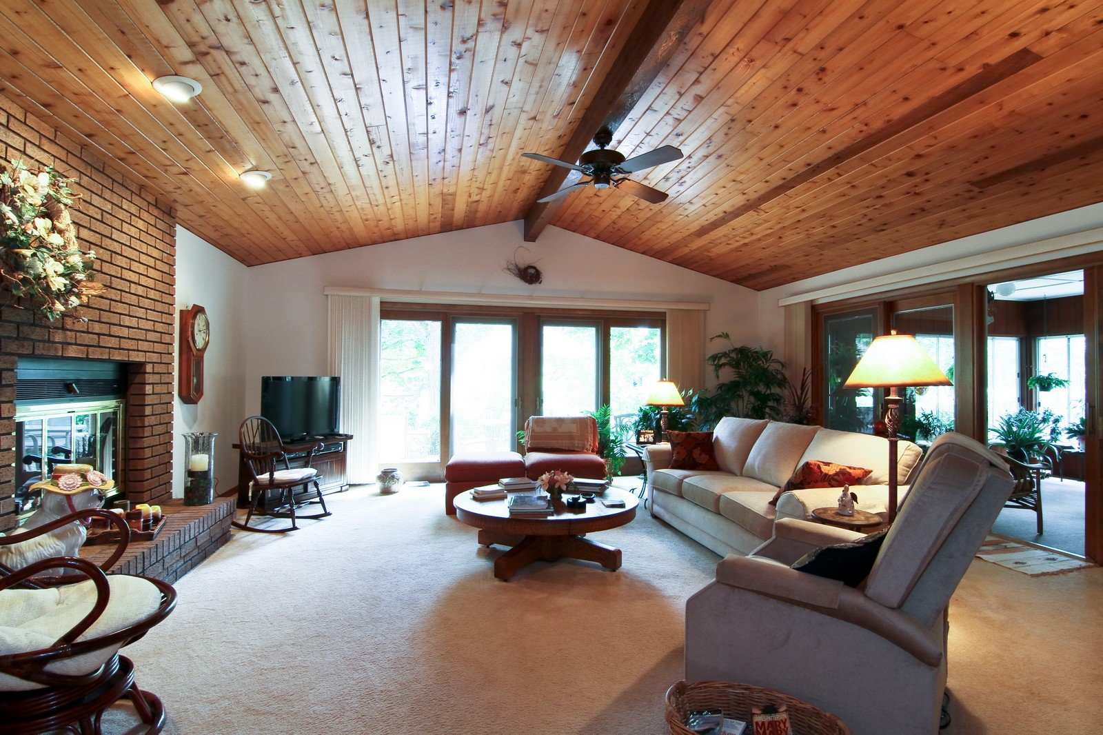 Real Estate Photography - 6801 Leonard Dr, Darien, IL, 60561 - Family Room
