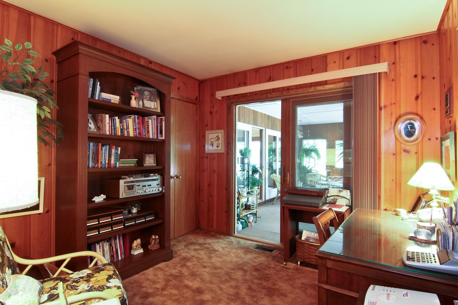 Real Estate Photography - 6801 Leonard Dr, Darien, IL, 60561 - Den