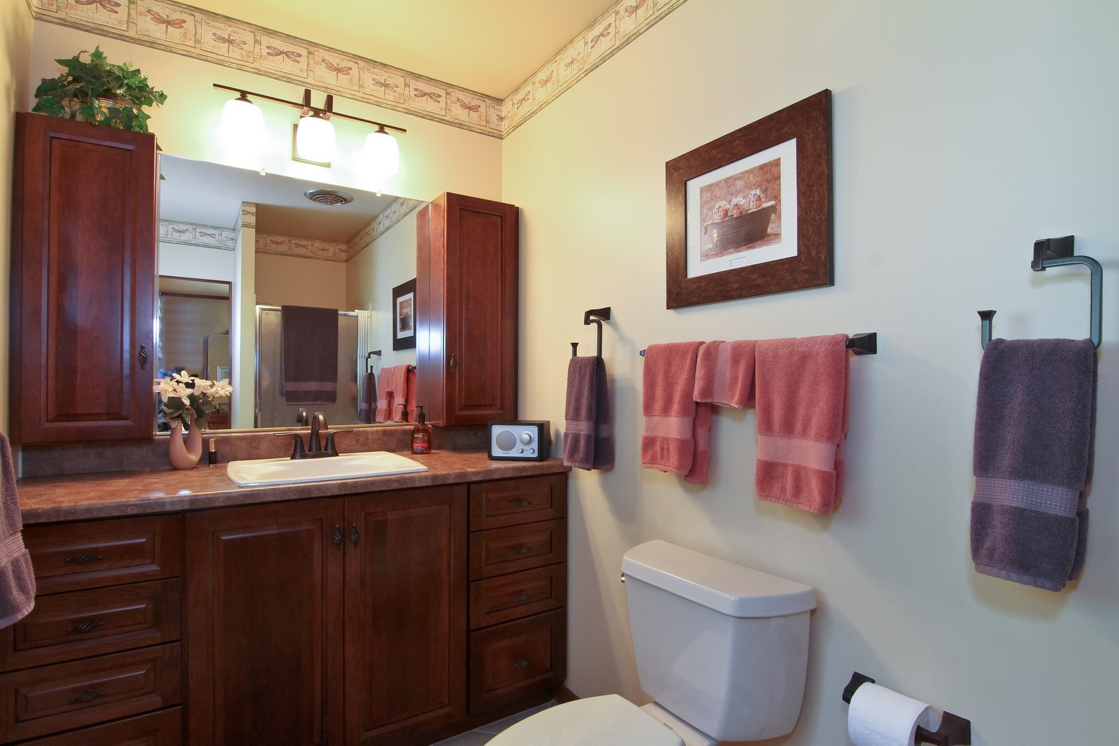 Real Estate Photography - 6801 Leonard Dr, Darien, IL, 60561 - Bathroom