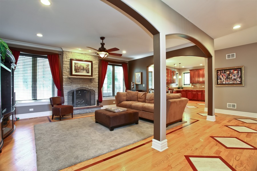 Real Estate Photography - 2529 W Kelly Dr, Woodridge, IL, 60517 - Family Room