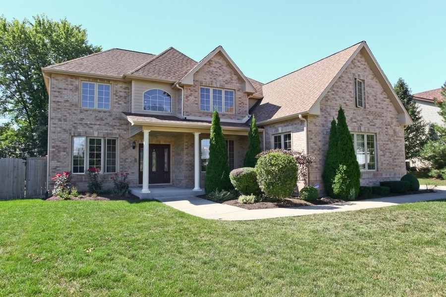 Real Estate Photography - 2529 W Kelly Dr, Woodridge, IL, 60517 - Front View