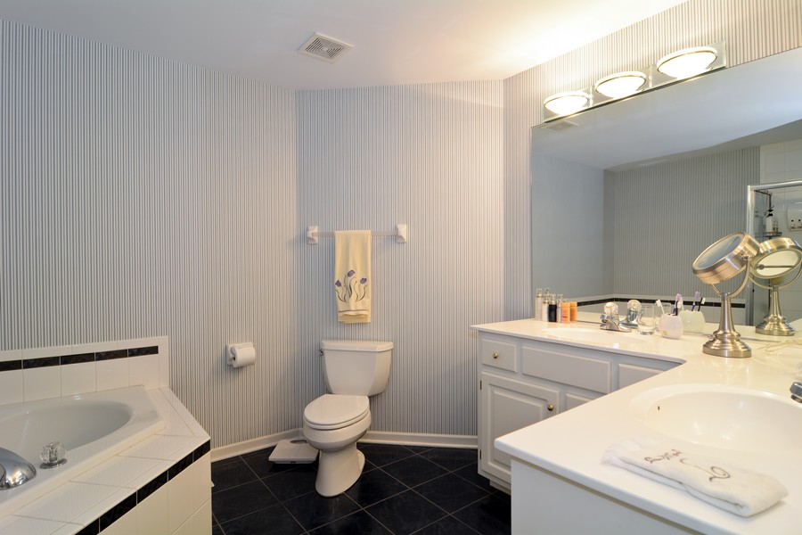 Real Estate Photography - 436 Hill Ct, Clarendon Hills, IL, 60514 - Master Bathroom