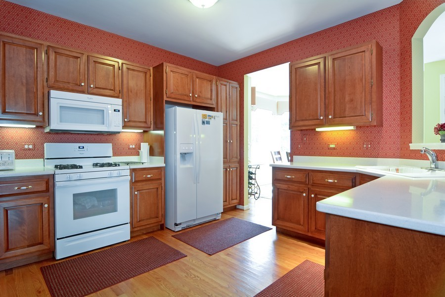 Real Estate Photography - 436 Hill Ct, Clarendon Hills, IL, 60514 - Kitchen