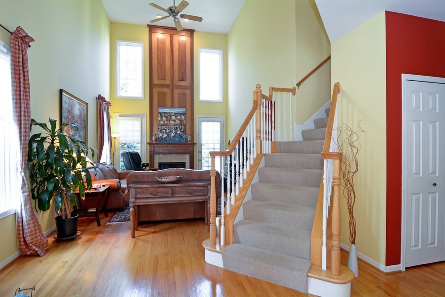 Real Estate Photography - 436 Hill Ct, Clarendon Hills, IL, 60514 - Staircase