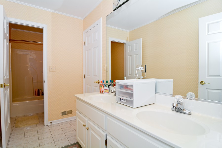Real Estate Photography - 436 Hill Ct, Clarendon Hills, IL, 60514 - 2nd Bathroom