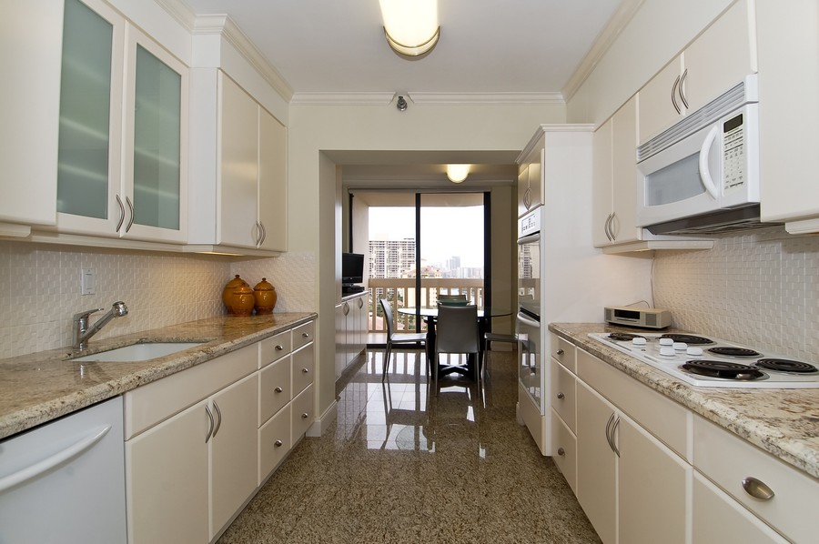 Real Estate Photography - 19707 Turnberry Way, Unit 18J, Aventura, FL, 33180 - Kitchen
