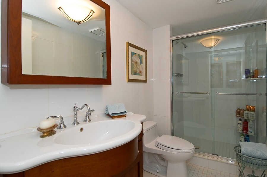 Real Estate Photography - 19707 Turnberry Way, Unit 18J, Aventura, FL, 33180 - Bathroom