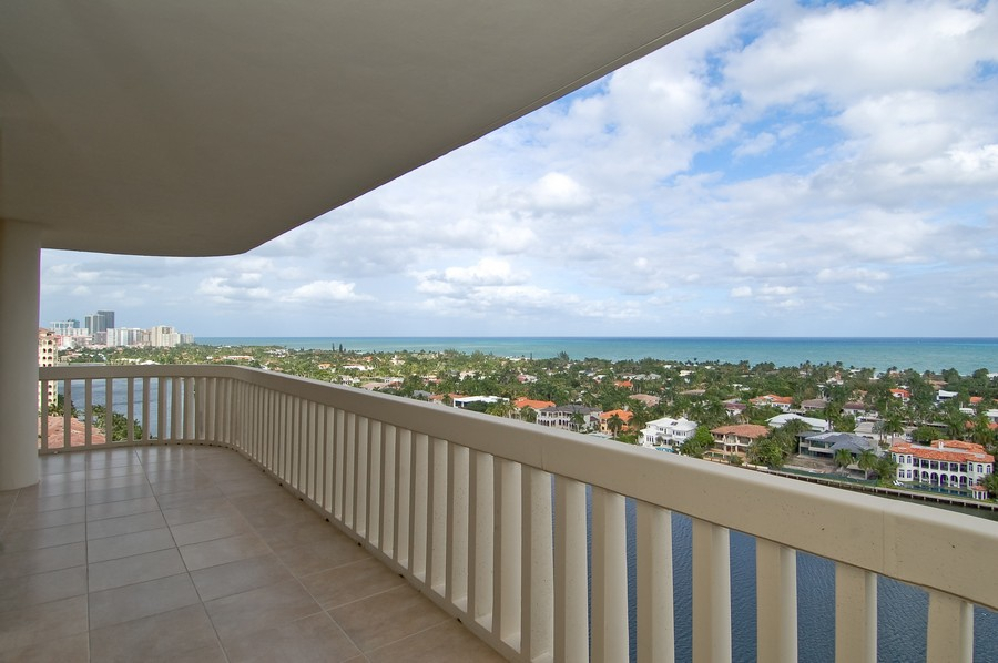 Real Estate Photography - 19707 Turnberry Way, Unit 18J, Aventura, FL, 33180 - Balcony