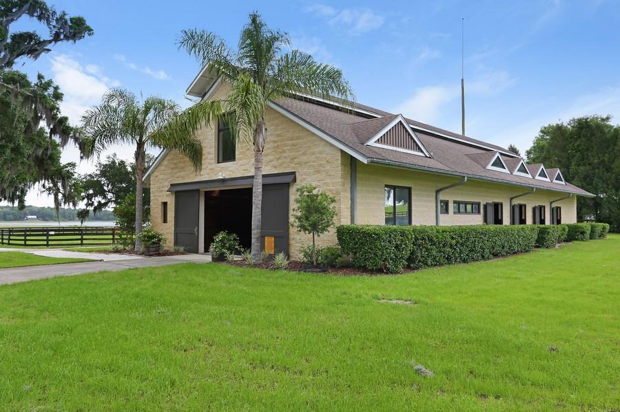 Real Estate Photography - 36225 Covington Rd, Dade City, FL, 33525 - Barn