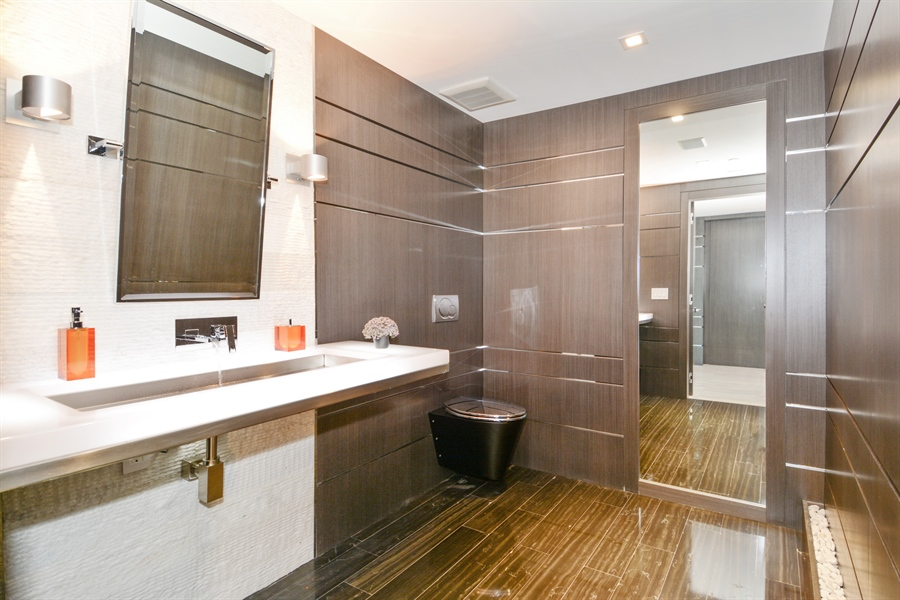 Real Estate Photography - 3301 NE 183rd St, Unit 3008, Aventura, FL, 33160 - Bathroom