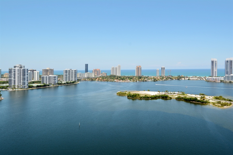 Real Estate Photography - 3301 NE 183rd St, Unit 3008, Aventura, FL, 33160 - Ocean View