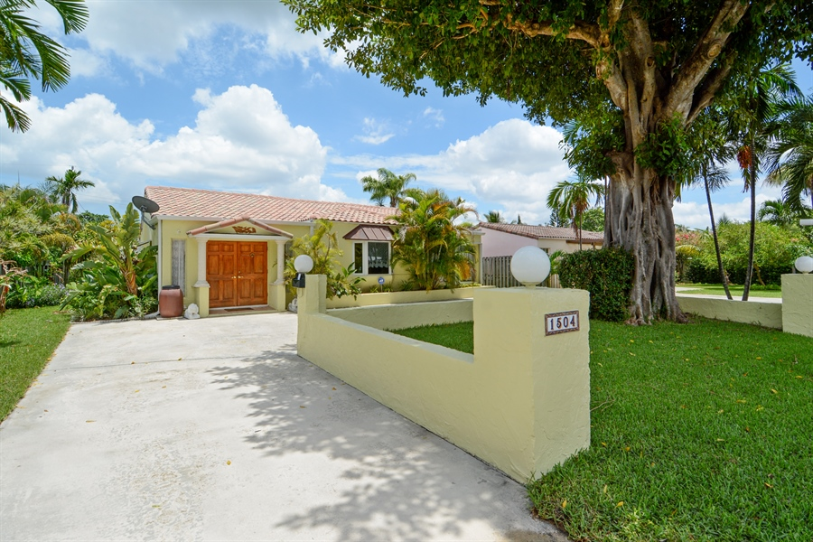 Real Estate Photography - 1504 Rodman St, Hollywood, FL, 33020 - Front View