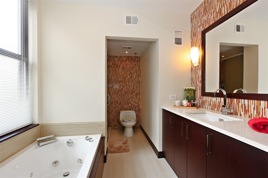Real Estate Photography - 55 W Delaware Pl, Unit 501, Chicago, IL, 60610 - Master Bathroom