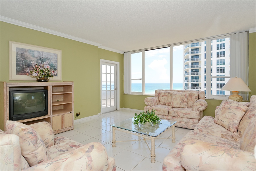 Real Estate Photography - 3505 S Ocean Dr, Unit 1116, Hollywood, FL, 33019 - Living Room