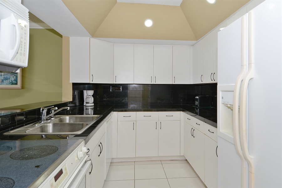 Real Estate Photography - 3505 S Ocean Dr, Unit 1116, Hollywood, FL, 33019 - Kitchen
