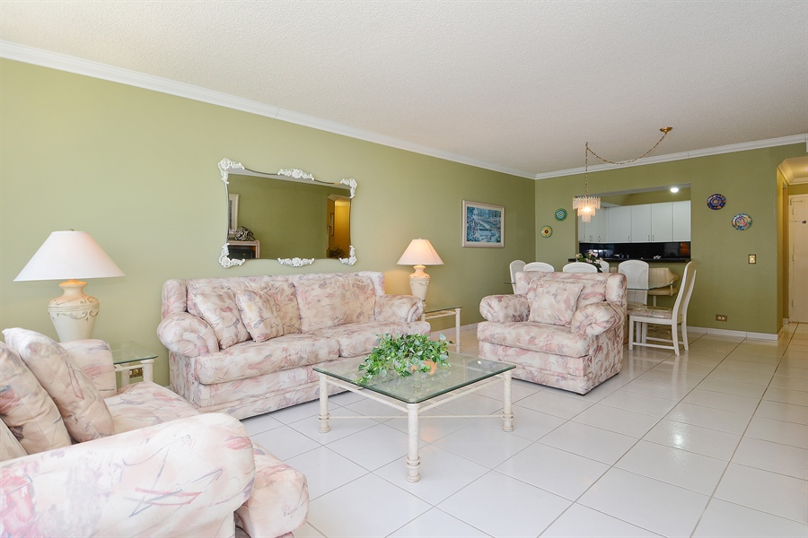 Real Estate Photography - 3505 S Ocean Dr, Unit 1116, Hollywood, FL, 33019 - Living Room / Dining Room