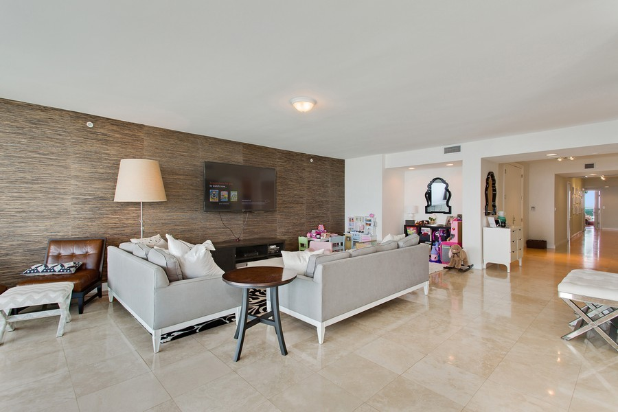 Real Estate Photography - 3201 NE 183 St, Unit 2805, Aventura, FL, 33160 - Living Room