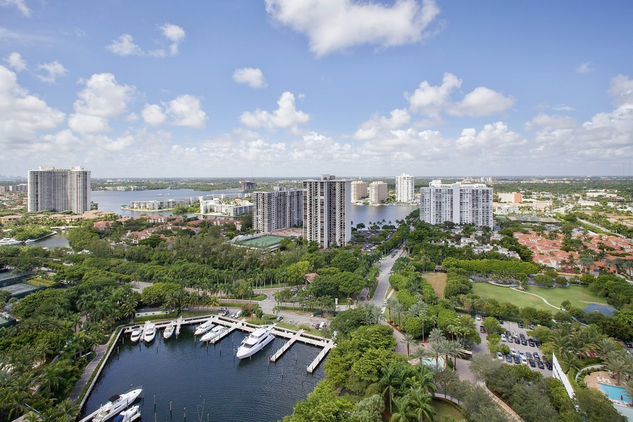 Real Estate Photography - 3201 NE 183 St, Unit 2805, Aventura, FL, 33160 - Bay View