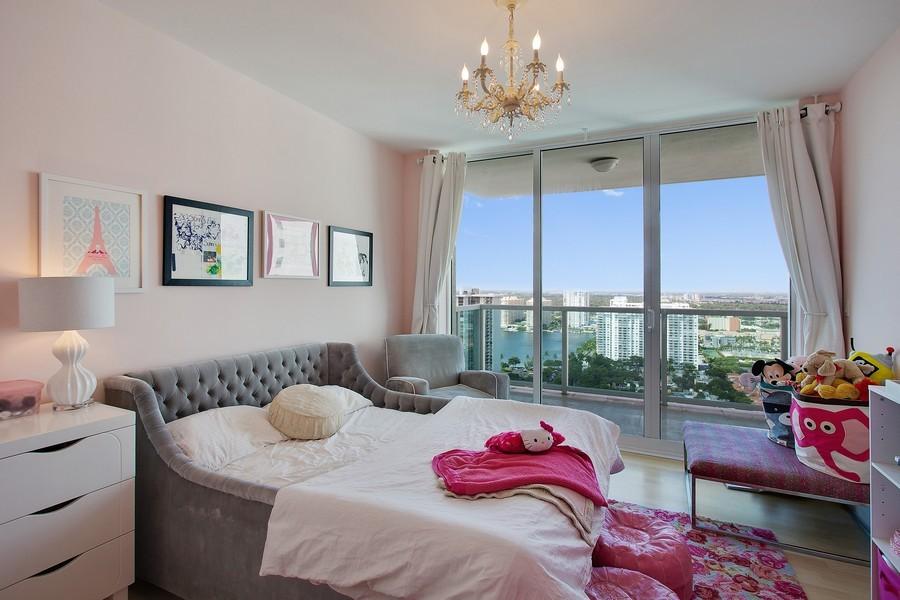 Real Estate Photography - 3201 NE 183 St, Unit 2805, Aventura, FL, 33160 - Kids Bedroom