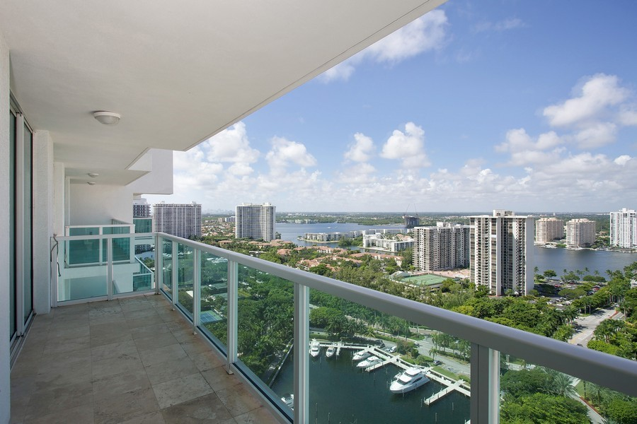 Real Estate Photography - 3201 NE 183 St, Unit 2805, Aventura, FL, 33160 - Intracoastal View