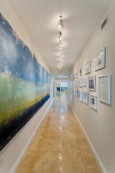 Real Estate Photography - 3201 NE 183 St, Unit 2805, Aventura, FL, 33160 - Hallway