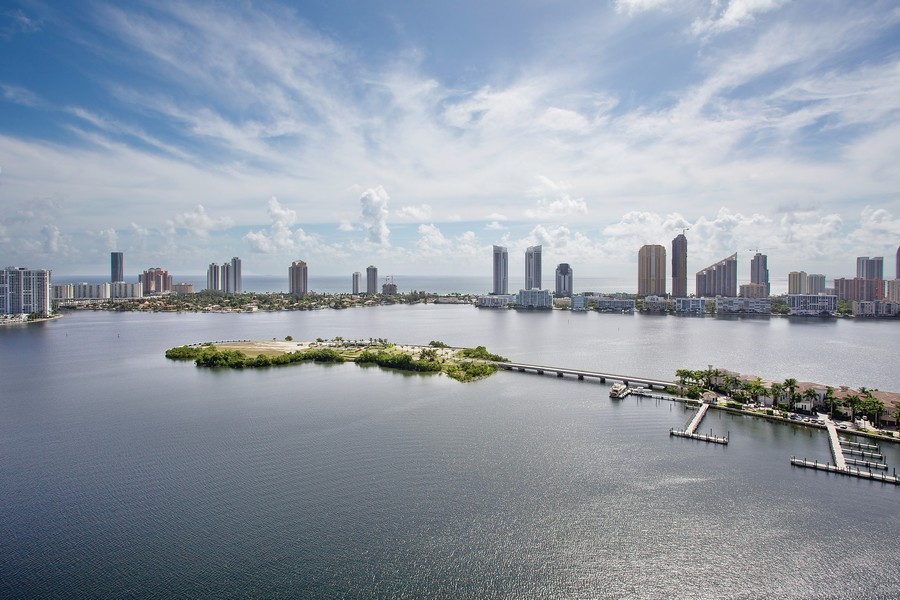 Real Estate Photography - 3201 NE 183 St, Unit 2805, Aventura, FL, 33160 - Ocean View