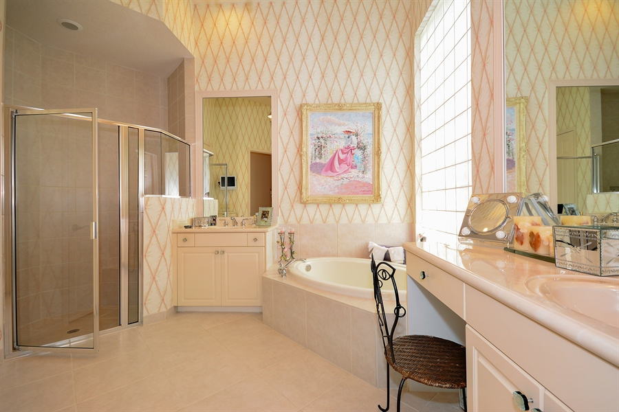 Real Estate Photography - 501 Via Toledo, Palm Beach Gardens, FL, 33418 - Master Bathroom
