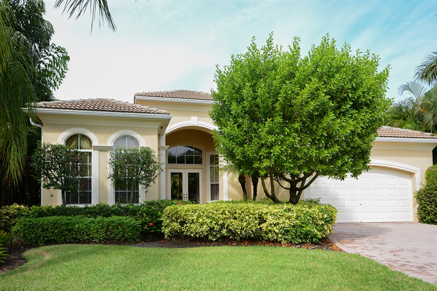 Real Estate Photography - 501 Via Toledo, Palm Beach Gardens, FL, 33418 - Front View