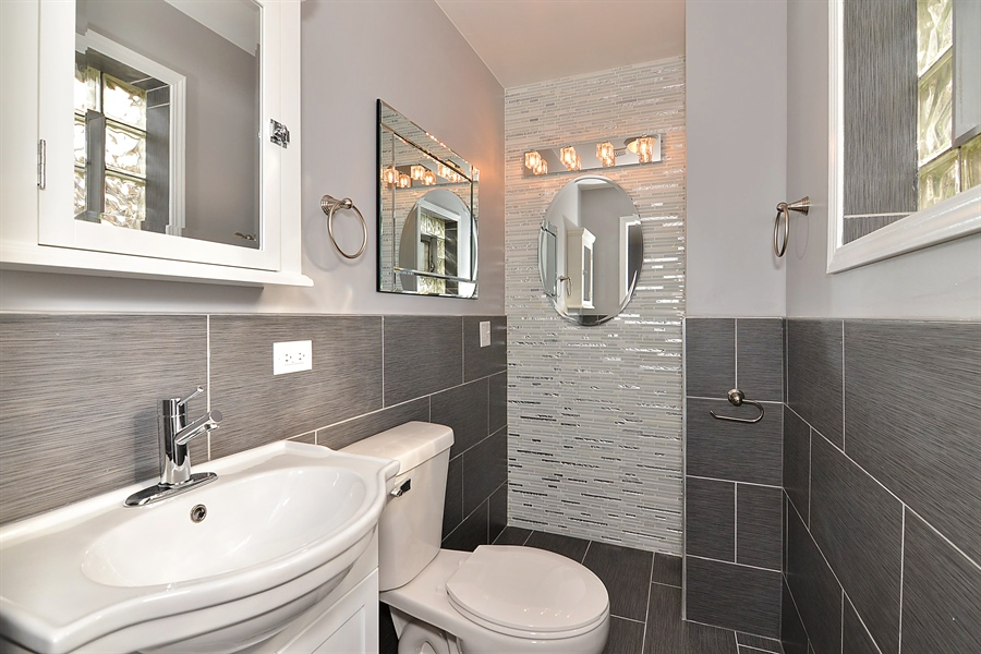 Real Estate Photography - 15026 Oak St, Dolton, IL, 60419 - Master Bathroom