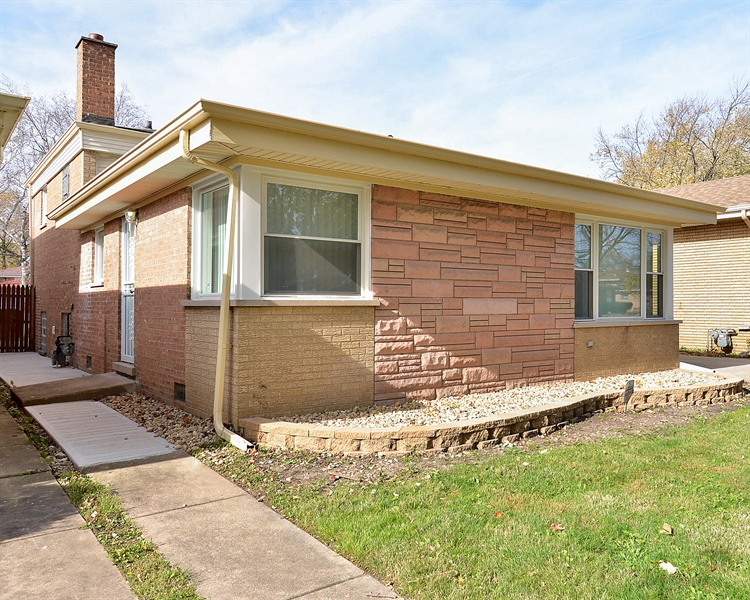 Real Estate Photography - 15026 Oak St, Dolton, IL, 60419 - Side View