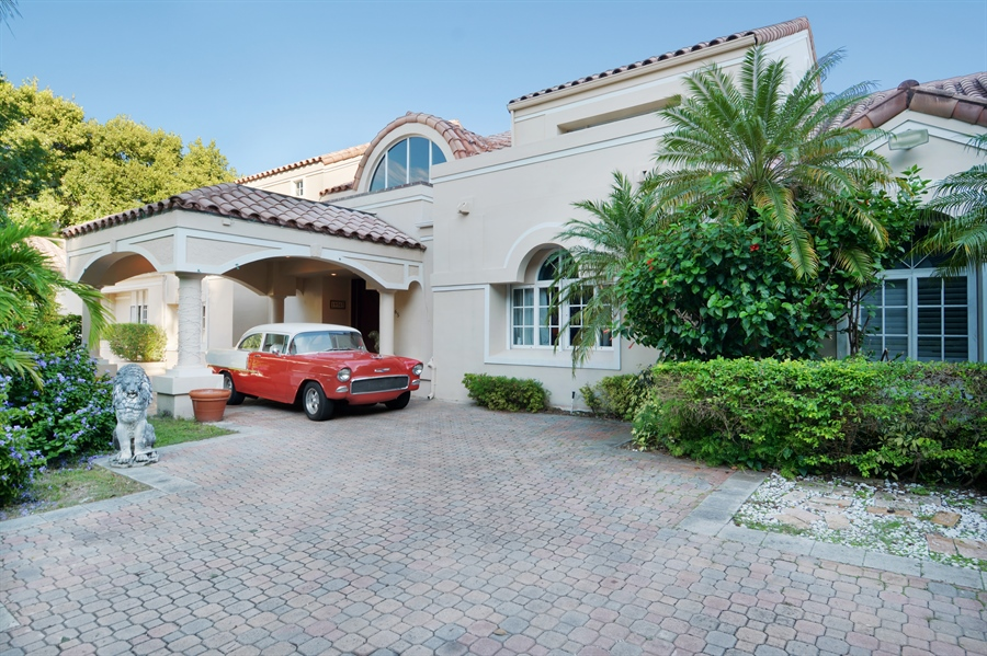 Real Estate Photography - 19565 NE 37th Ave, Aventura, FL, 33180 - Front View