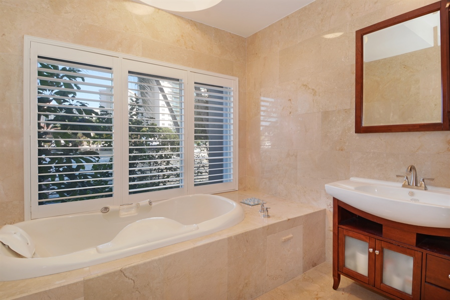 Real Estate Photography - 19565 NE 37th Ave, Aventura, FL, 33180 - Bathroom