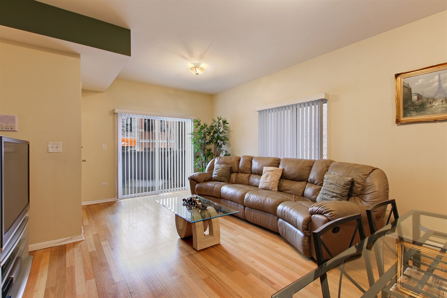 Real Estate Photography - 719 W 31st St, Chicago, IL, 60616 - Living Room