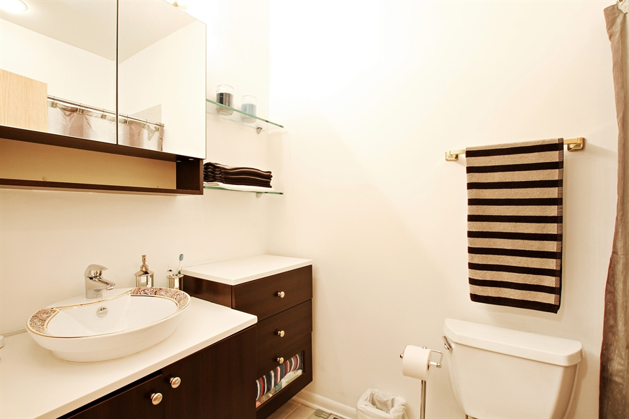 Real Estate Photography - 719 W 31st St, Chicago, IL, 60616 - Master Bathroom
