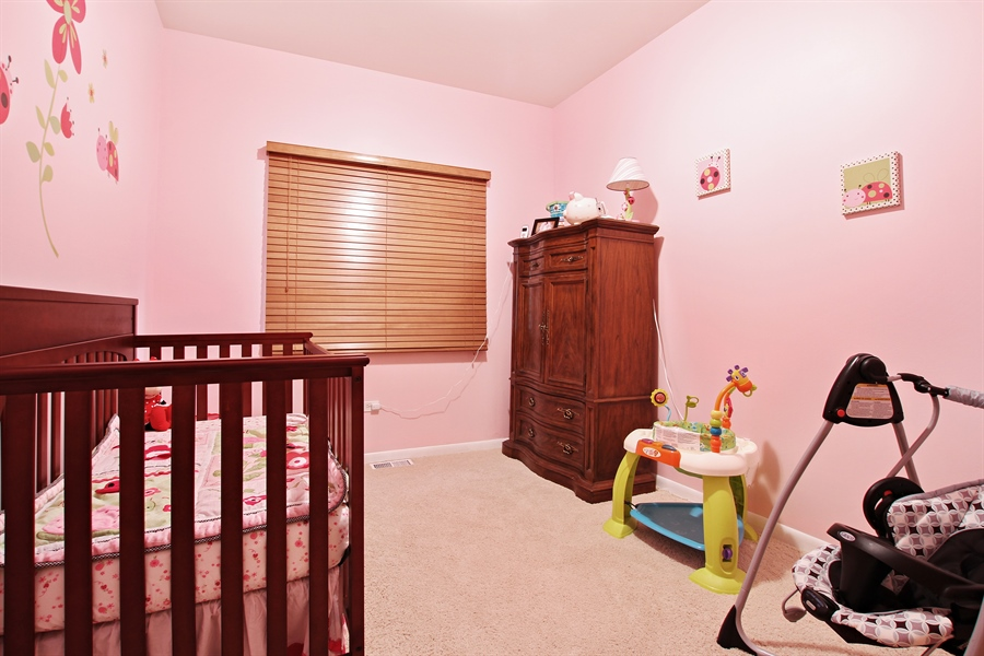 Real Estate Photography - 719 W 31st St, Chicago, IL, 60616 - Kids Bedroom