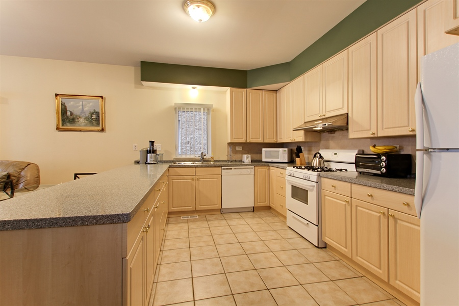 Real Estate Photography - 719 W 31st St, Chicago, IL, 60616 - Kitchen
