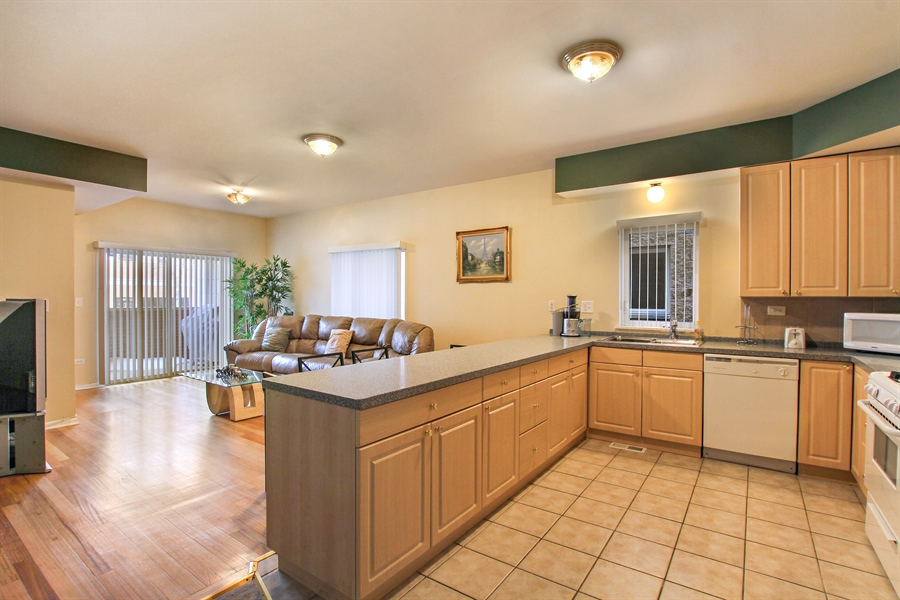 Real Estate Photography - 719 W 31st St, Chicago, IL, 60616 - Kitchen / Living Room