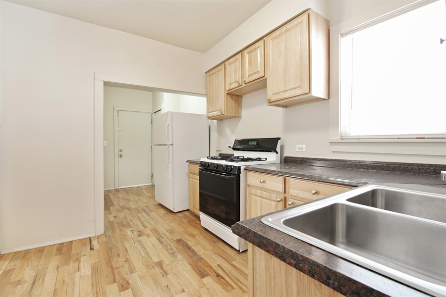 Real Estate Photography - 1818 Dodge Ave, Unit 1, Evanston, IL, 60201 - Kitchen / Breakfast Room