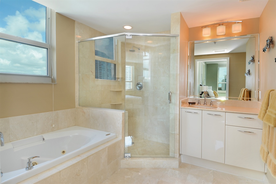 Real Estate Photography - 350 SE 2nd St, 2820, Fort Lauderdale, FL, 33301 - Master Bathroom
