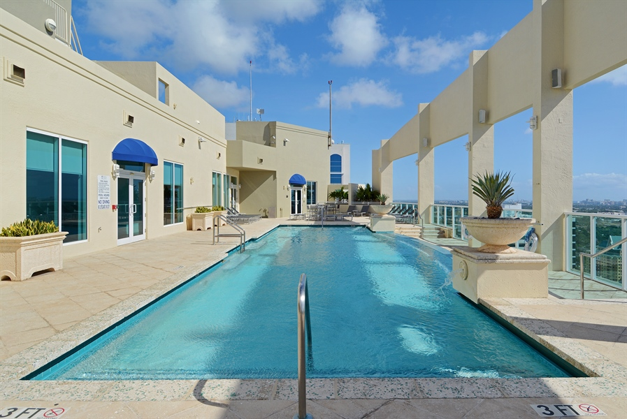 Real Estate Photography - 350 SE 2nd St, 2820, Fort Lauderdale, FL, 33301 - Rooftop Pool