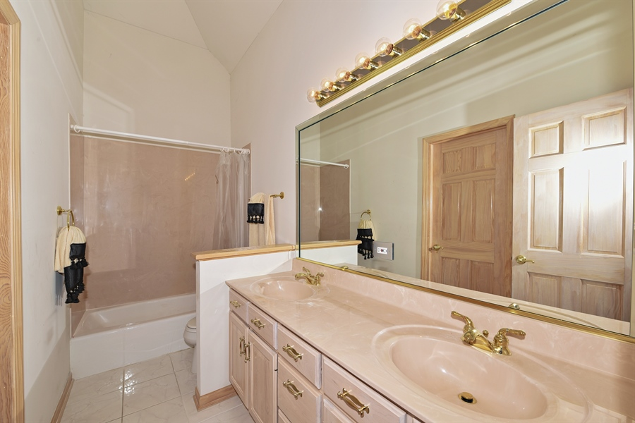 Real Estate Photography - 6812 Fieldstone Dr, Burr Ridge, IL, 60527 - 3rd Bathroom