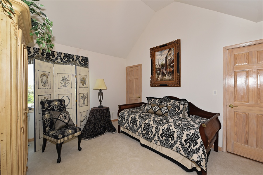 Real Estate Photography - 6812 Fieldstone Dr, Burr Ridge, IL, 60527 - Bedroom