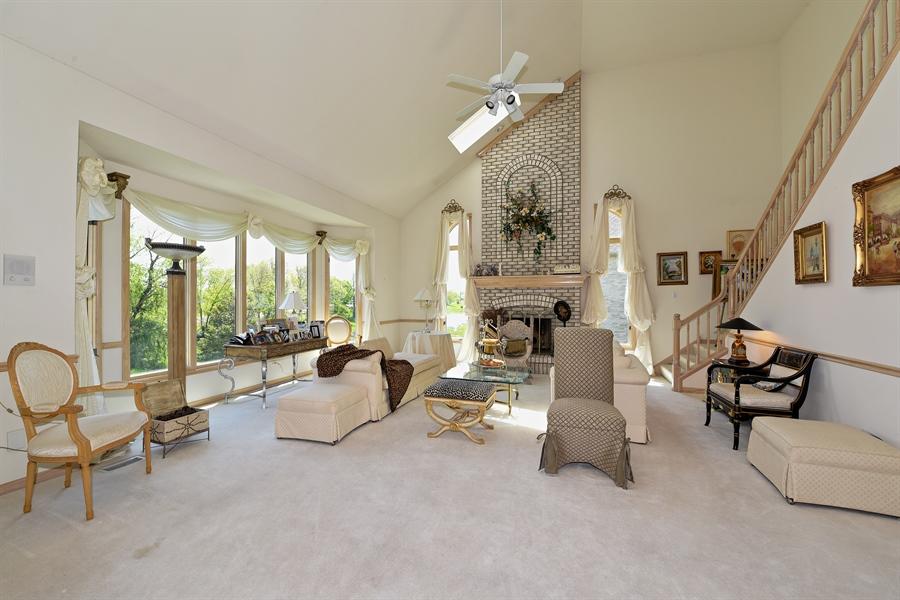 Real Estate Photography - 6812 Fieldstone Dr, Burr Ridge, IL, 60527 - Family Room