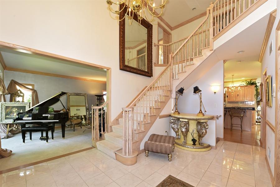 Real Estate Photography - 6812 Fieldstone Dr, Burr Ridge, IL, 60527 - Foyer