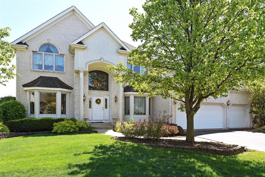 Real Estate Photography - 6812 Fieldstone Dr, Burr Ridge, IL, 60527 - Front View