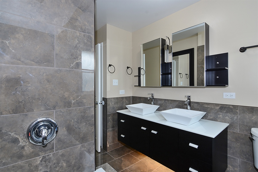 Real Estate Photography - 57 E 161st Pl, South Holland, IL, 60473 - Master Bathroom View #1